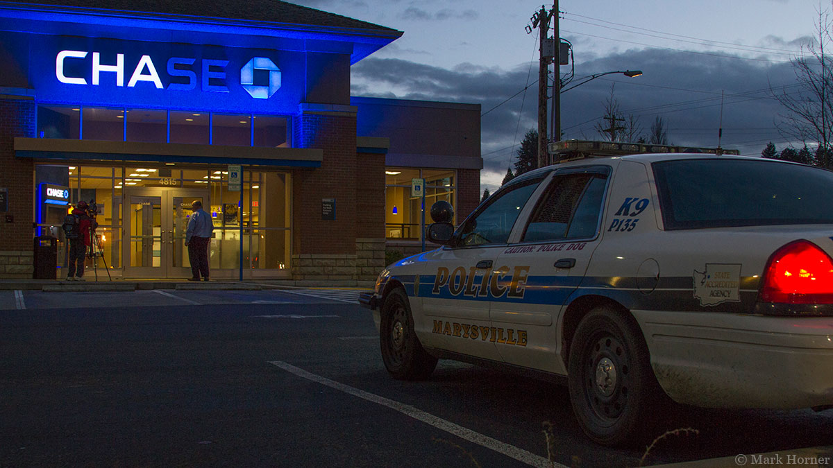 Police locate, arrest fleeing suspect shortly after Everett bank robbery